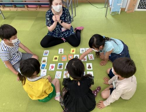 英語教室参加者に人気柄のマスクをプレゼント
